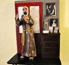 Statuina  - Statuetta di Padre Pio con scenografia stanza del Santo