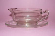 Vintage Pyrex gravy boat and saucer, 1950's.