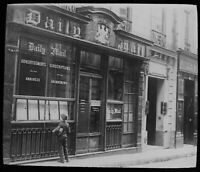 ANTIQUE Magic Lantern Slide THE DAILY MAIL OLD OFFICES C1921 PHOTO NEWSPAPER