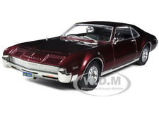 1966 OLDSMOBILE TORONADO BURGUNDY 1/18 DIECAST MODEL CAR BY ROAD SIGNATURE 92718
