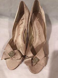 New Nina Womens Light Gold Nude Dress Peep Toe Pump Satin Heels- Sz 9.5
