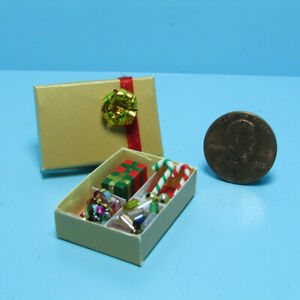 Dollhouse Miniature Christmas Holiday Decorations in Box with Lid B0232