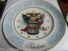 "Avon Collector Plate ""Freedom"" c1974, new in box, with certificates[am*]"