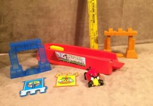 Hot Wheels Track Angry Birds Slingshot Launch Launcher w/Red Bird Car & Parts