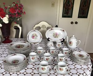 Lynns  - Fine China - Dinnerware Set - 8 Place Setting-  45 Pieces -  FLOWERS