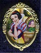 SNOW WHITE & DOPEY OVAL Gold FRAME CHARACTER Of MONTH POM 2000 LE 500 Disney PIN