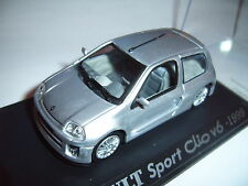 Renault Clio Sport V6 24V 1999 in silber silver metallic Universal Hobbies 1:43!