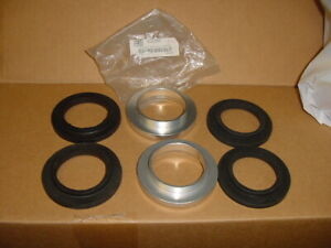 2 New Rear Spring Packing Piece + 4 Rubber Collars Triumph TR250 TR6 Suspension