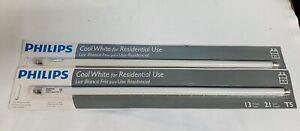 """Philips Lighting 409748 13 Watt 21"""" T5 Cool White Linear Fluorescent Light Bulb"""