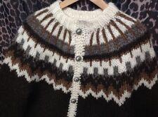 Grobe Damen-Strickjacken mit Norweger-Muster und Knöpfen