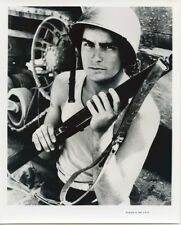 Charlie Sheen original 8x10 photo holding rifle Platoon