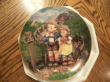 M.I. HUMMEL PLATE COUNTRY CROSSROADS DANBURY MINT LITTLE COMPANIONS COLLECTION