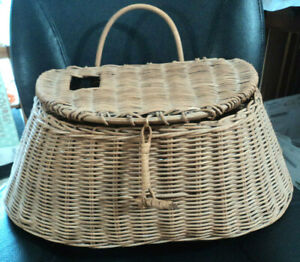 """Vtg LARGE Woven Wicker Fly Fishing Trout Creel Basket 10""""x17""""x8"""" Very Good Cond"""