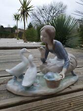 Grande FIGURINE PORCELAINE ESPAGNE LLADRO jeune fille nourrissant les canards