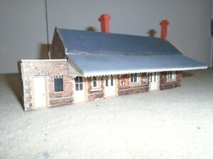 Rovex Plastic Station Building for Hornby OO / HO Gauge Model Railway Train Sets