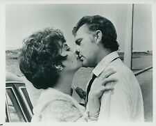 ELIZABETH LIZ TAYLOR RICHARD BURTON THE COMEDIANS 1967 VINTAGE PHOTO ORIGINAL #5