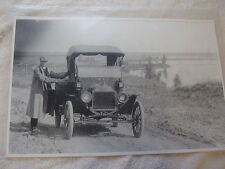 FORD MODEL T  ROADSTER MAN IN GREAT DRIVING OUTFIT   11 X 17  PHOTO /  PICTURE