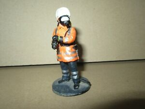 923Q Del Prado No 106 Firefighter Holding Fire Germany 2000 Figurine Metal 1/32