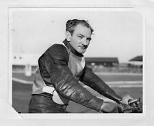 Speedway Rider Vic Duggan original photo & Autograph ( NOT A POSTCARD )