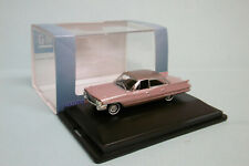 Oxford - CADILLAC SEDAN DEVILLE 1961 rose Voiture US Neuf HO 1/87