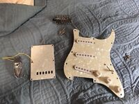 FENDER Squier Stratocaster SE Loaded Pickguard WITH INPUT JACK, bridge, plate