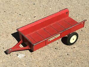 Vintage ERTL International Harvester Manure Spreader Red