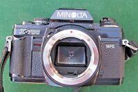 MINOLTA X-700 + 3 Objectifs, 135mm, 50mm et 35-70 macro bon état.