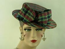 VINTAGE HAT 1940s ENGLISH, PRETTY PLAID SILK TILT BOATER, BOW TO FRONT & HAT PIN