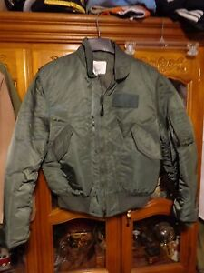 USN INTERMEDIATE CPW 45 COLD WEATHER INSULATED JACKET / PADDED  Size LARGE NWOT