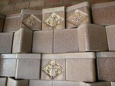 die Ofenkacheln von einem antiken Kachelofen SOMAG Meissen um 1935 mit Figuren