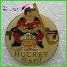 Pin's Sport Humour HOCKEY DADY Un petit papy #828