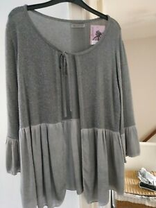 Made in Italy very flattering Grey cardigan. One size.