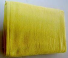 Asciugamano da mare gialla per il bagno