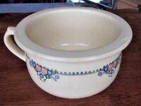 Ancien pot de chambre faïence /  Old earthenware pot