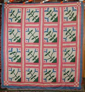 """GORGEOUS Vintage 30's """"Regal Lily"""" Applique Antique Quilt ~GREAT COLORS!"""