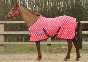 "*CLEARANCE* MAXIMA PINK ZIGZAG HORSE FLEECE RUG - SUPER SOFT 7'0"""