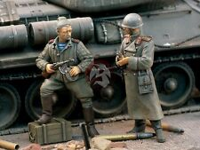 Verlinden 1/35 Soviet Russian Red Army Officers Standing w/Weapons 1944 WWII 926