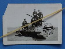 Foto Ostfront russischer Panzer T 34 mit Deutscher Besatzung in Panzeruniform GD