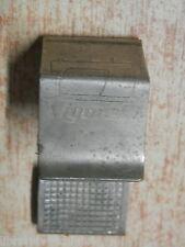 Vecchio accessorio per MACCHINA DA CUCIRE VIGORELLI fermaglio in ottone gadget
