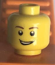 Lego version Têtes X 4 Jaune norme Grin Tête Avec Pointu moustache