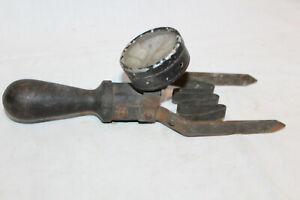 altes Messgerät Prüfgerät Voltmeter Batterieprüfer Oldtimer
