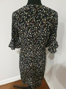 CUE Shift Dress DAISY Floral Print  size 8   ruffle sleeve