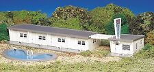 BACHMANN PLASTICVILLE USA MOTEL with POOL HO SCALE BUILDING KIT