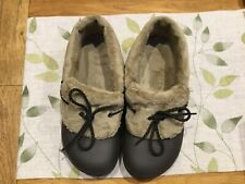 New Brown Crocs shoes with faux fur lining size 9