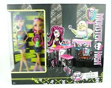 Monster High Cleo de Nile & Howleen Wolf Getränkeautomat & Essens-Guillotine