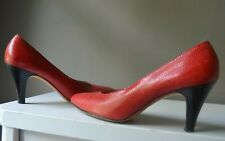 SALVATORE FERRAGAMO RED SNAKESKIN EMBOSSED LEATHER CLASSIC PUMPS Mint Condition