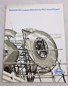 1962 Standard Olio Company Nuovo Maglia Annual Report Esso Petrolio Financials