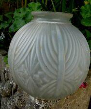 Vase Boule Art Déco décor Géométrique verre blanc pressé bon état 21cm haut 18c