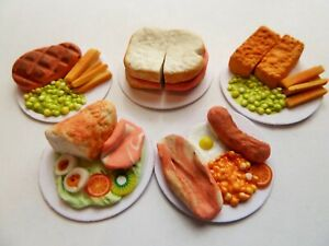 "DOLLS HOUSE MINIATURE 5 X MIXED FOOD DINNER ON 1"" CARDBOARD PLATES COMBINED P+P"