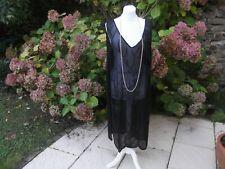 Vêtement ancien : Robe en crêpe perlées vers les  années 1925